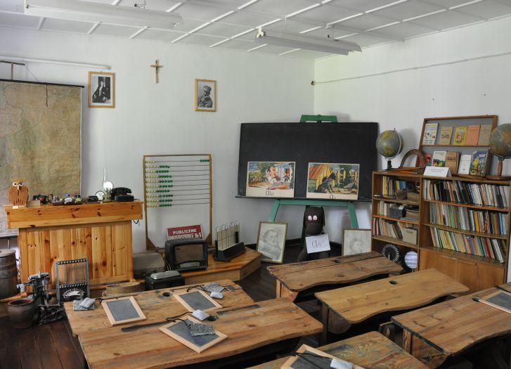 Klasa lekcyjna w Muzeum Oświaty w Kuźnicy Grabowskiej