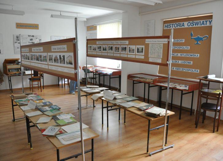 Wystawa materiałów dydaktycznych w Muzeum Oświaty