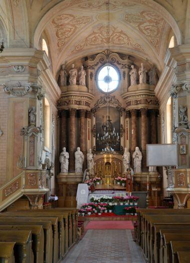 Nawa główna w kościele pw. św. Mikołaja w Lądku