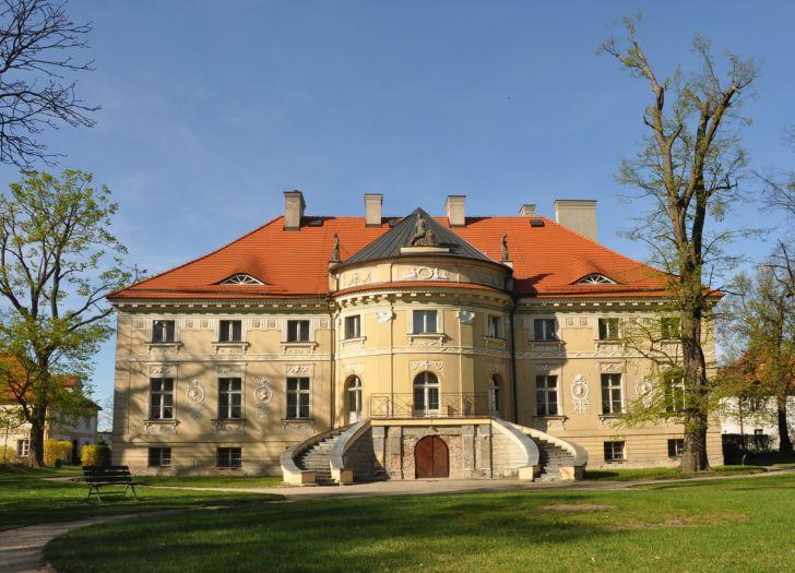 Pałac w Lewkowie widok od parku