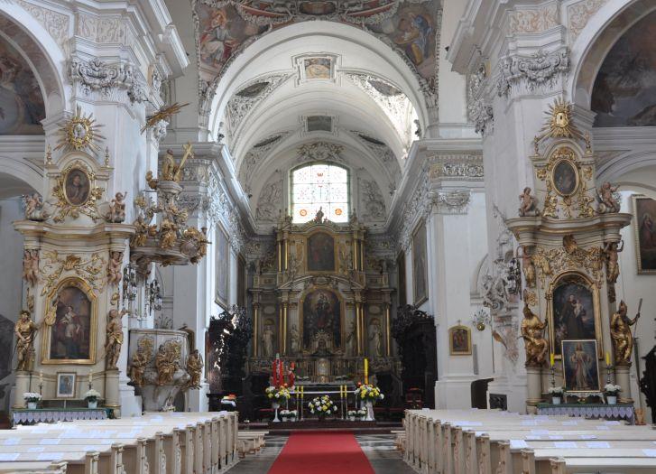 Nawa główna w kościele pocysterskim w Lądzie
