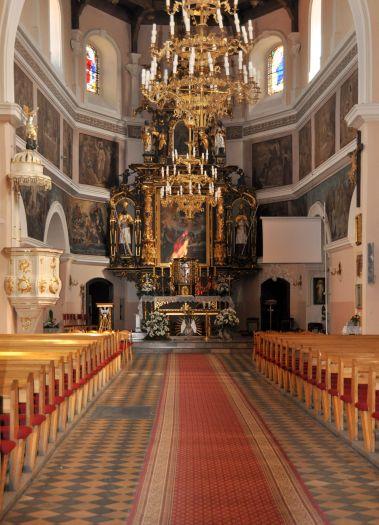 Nawa główna w kościele farnym we Wrześni