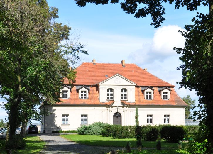 Opatówka na terenie klasztoru oblatów w Obrze