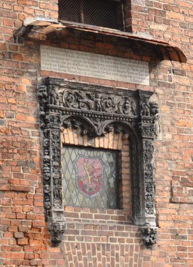 Renesansowe obramienie okna w ratuszu w Obrzycku