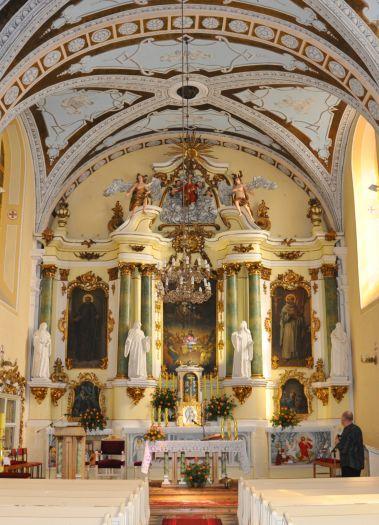 Nawa główna w kościele w Ołoboku