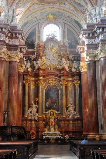 Nawa główna w kościele farnym w Poznaniu