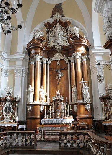 Ołtarz główny w kościele klasztornym franciszkanów w Poznaniu