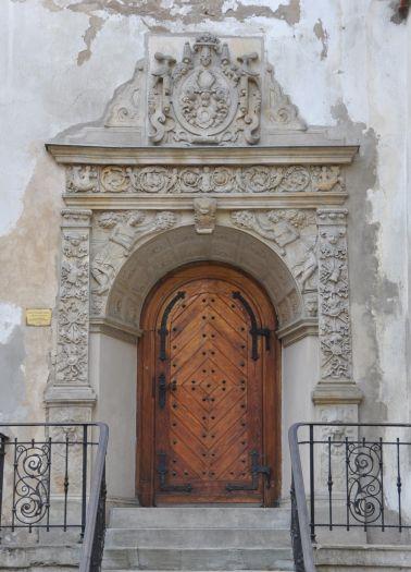 Portal zamku w Osiecznej