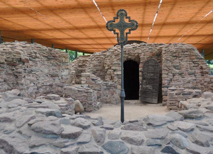 Pozostałości palatium na Ostrowie Lednickim
