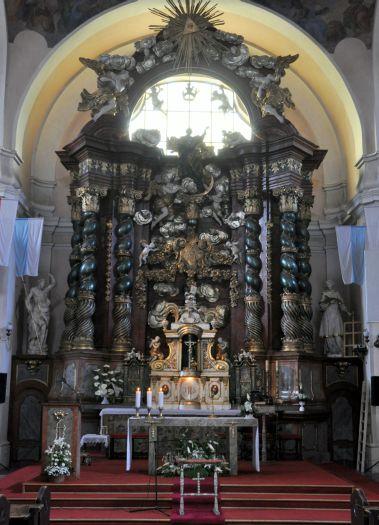 Ołtarz główny w kościele w Owińskach