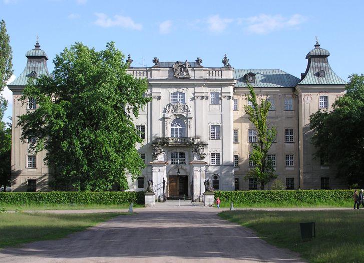 Zamek w Rydzynie widok od strony parku