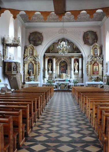 Nawa główna w kościele w Pobiedziskach