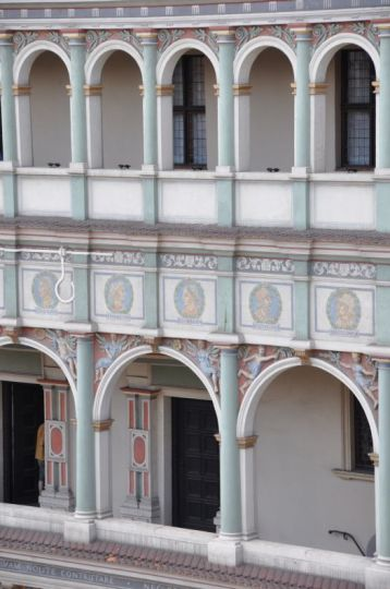 Podcienia w fasadzie ratusza w Poznaniu