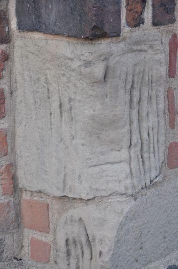 Diabelski kamień we wschodniej ścianie kościoła pw. NMP in summo w Poznaniu