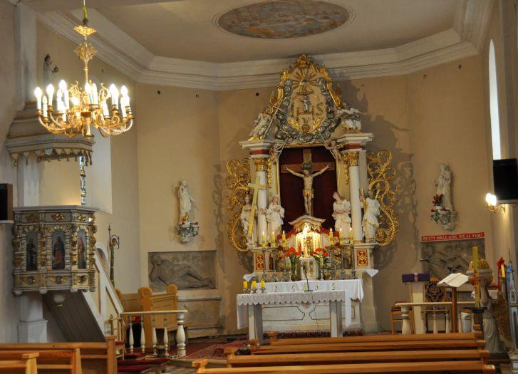 Prezbiterium kościoła w Rąbiniu