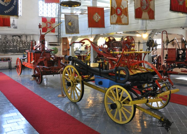 Zabytkowe wozy strażackie w Muzeum Pożarnictwa w Rakoniewicach
