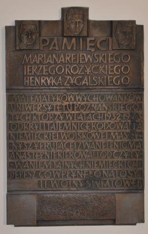 Płyta w holu Collegium Minus UAM w Poznaniu