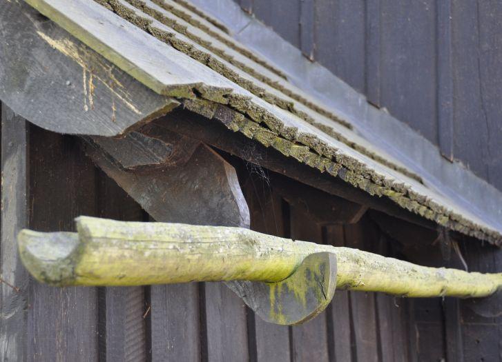 Drewniana rynna w kościele w Rogalinku