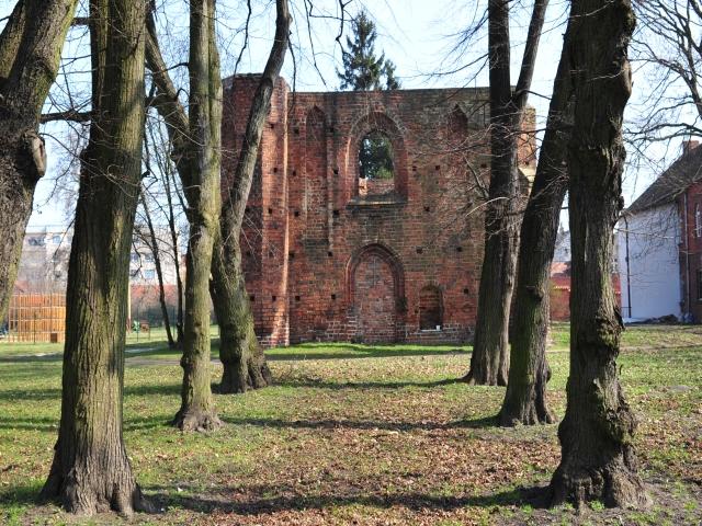 Herb Ruiny kościoła szpitalnego pw. św. Ducha w Jarocinie