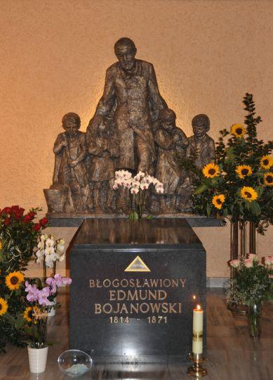 Sarkofag bł. E. Bojanowskiego w Domu Sióstr Służebniczek w Luboniu