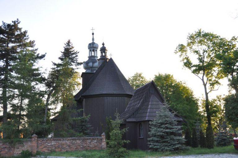 Widok na kościół od tyłu