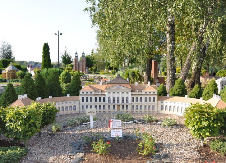 Skansen miniatur w Pobiedziskach - pałac w Rogalinie