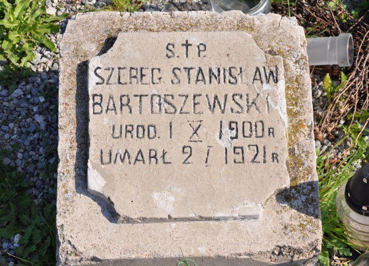 Jeden z nielicznych zachowanych nagrobków na cmentarzu jeńców wojennych koło Słupcy