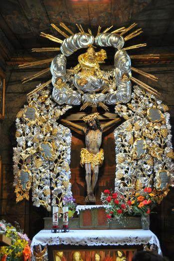 Ołtarz z cudownym krucyfiksem w Słupcy