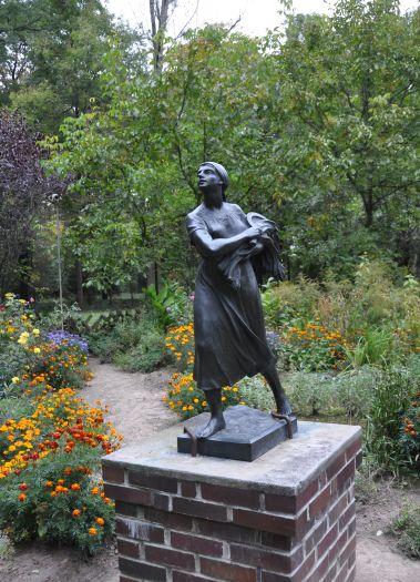 Pomnik Zosi w parku w Śmiełowie