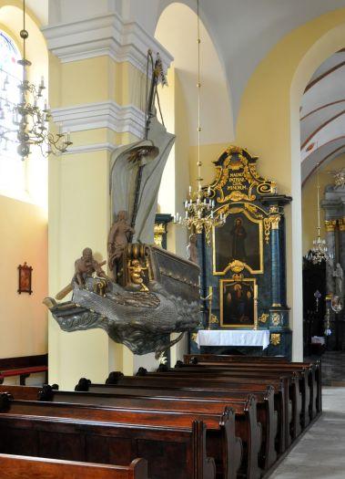 Ambona w kościele pofranciszkańskim w Śremie