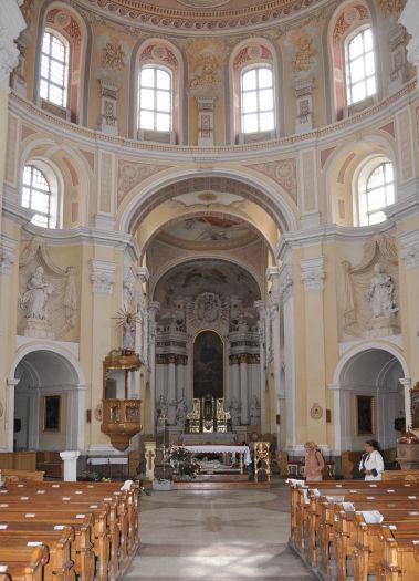 Nawa główna bazyliki Wniebowzięcia NMP w Trzemesznie