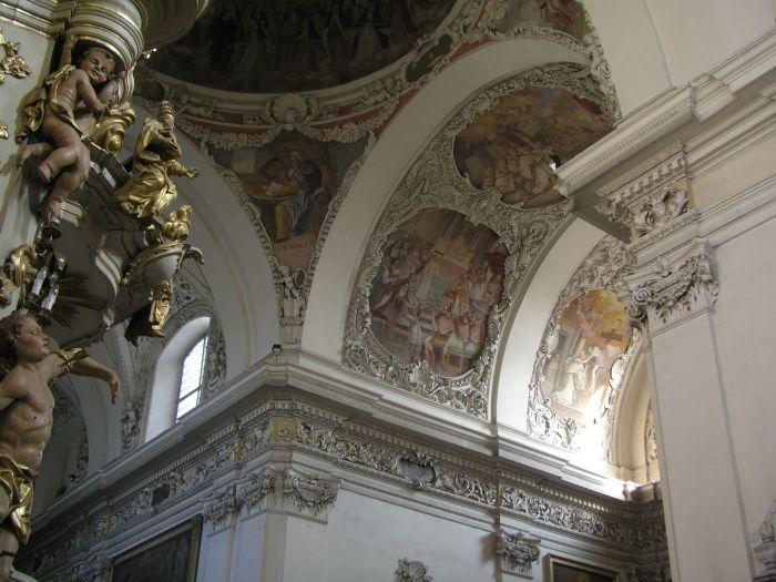Fragment dekoracji w kościele pocysterskim w Lądzie