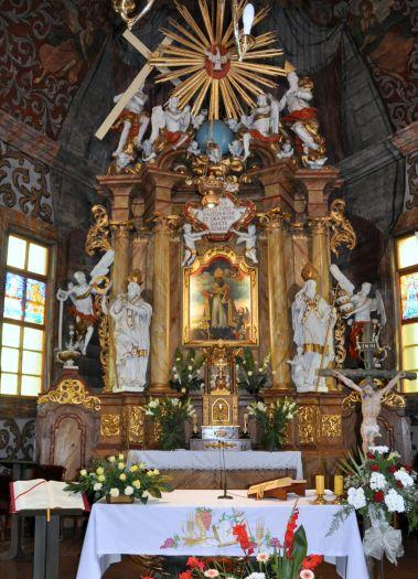 Ołtarz w kościele pw. św. Klemensa w Zakrzewie