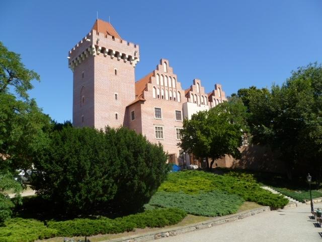 Wzgórze Przemysła z odbudowanym Zamkiem Królewskim w Poznaniu