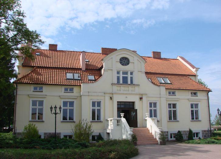 Zespół Szkół w zabytkowym dworku w Wieleniu