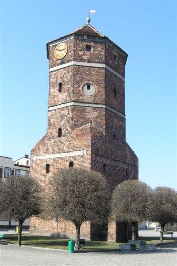 Dawna wieża ratuszowa na Rynku w Żninie