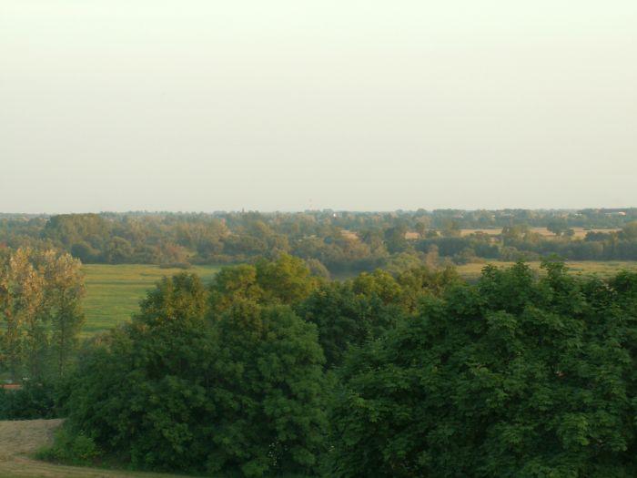 Równinny krajobraz Pradoliny Warszawsko-Berlińskiej w okolicy Lądu
