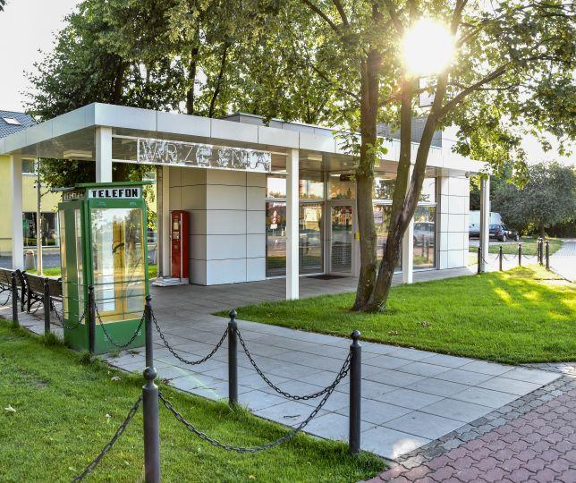 Stacja kolejki wąskotorowej z makietą we Wrześni