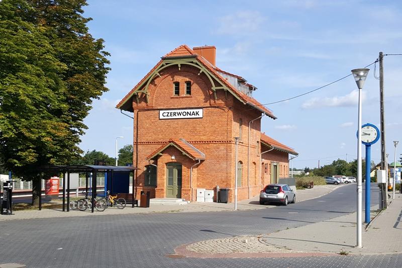 Ceglany budynek stacji kolejowej